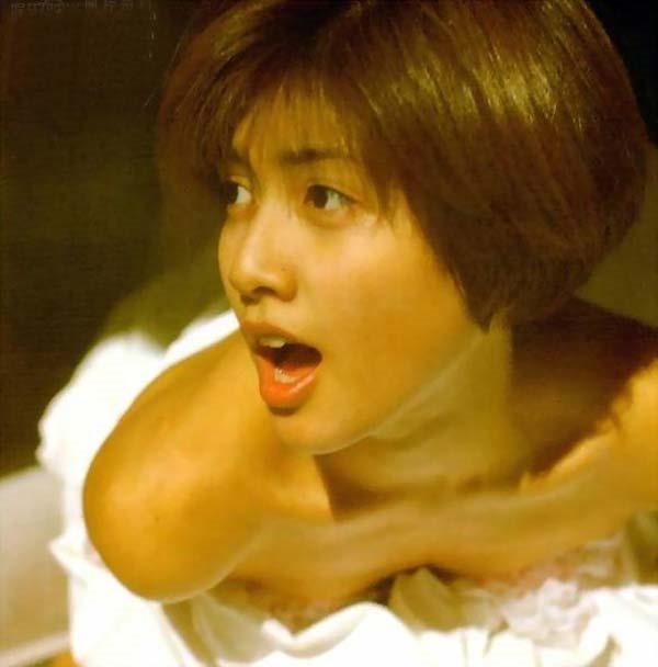 内田有紀の全裸ベッドシーン画像5