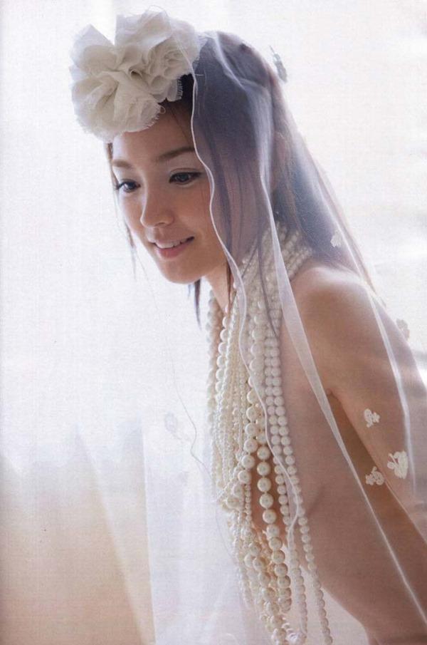 国仲涼子の乳首透け画像5