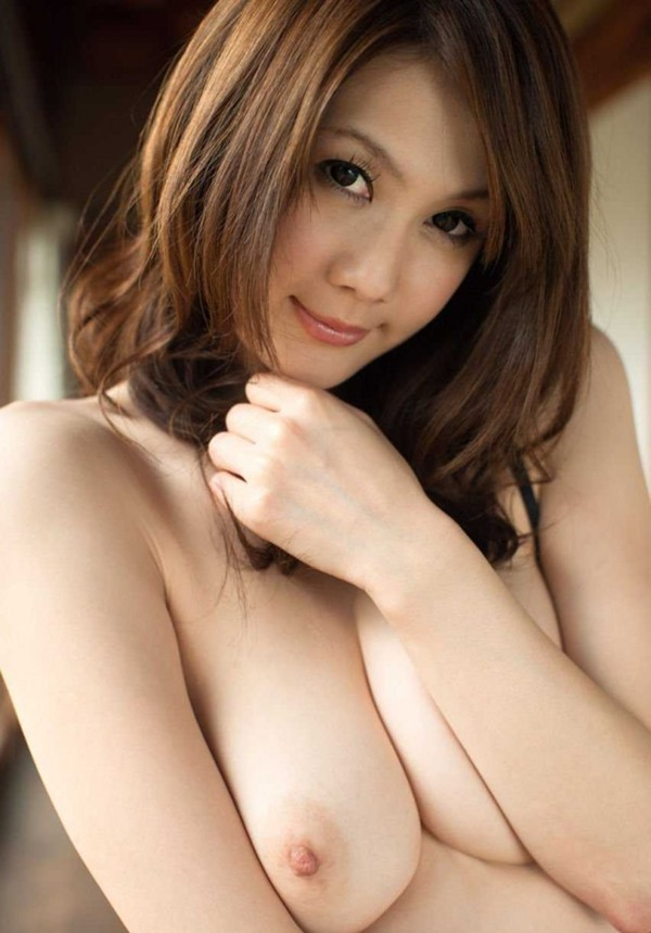 桐原エリカのスレンダーぽよよん巨乳おっぱい画像5