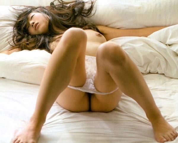 佐々木心音の乳首見え巨乳おっぱい全裸ヌード画像5