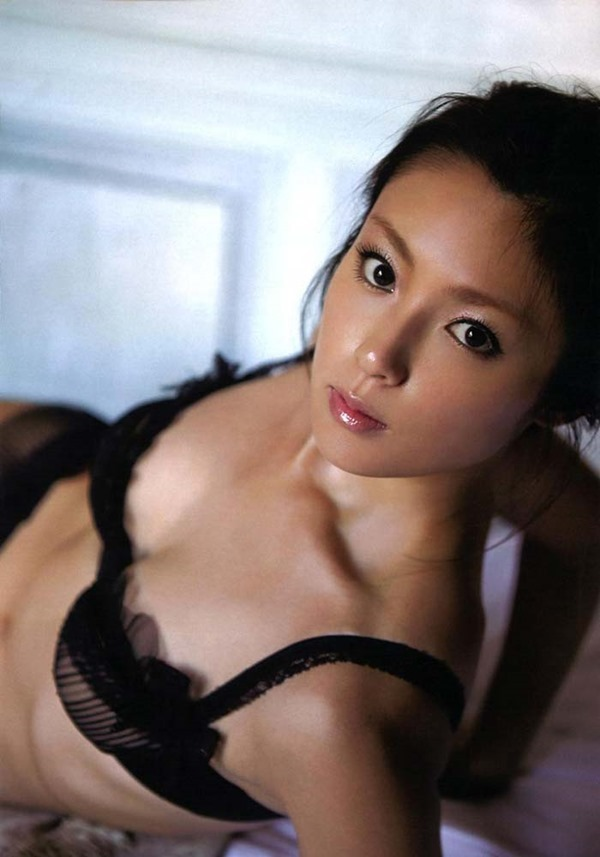 深田恭子のハミ乳ハミ尻な透け下着巨乳おっぱい画像5