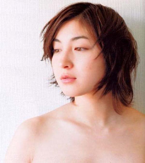 広末涼子のノーブラおっぱいの谷間画像5