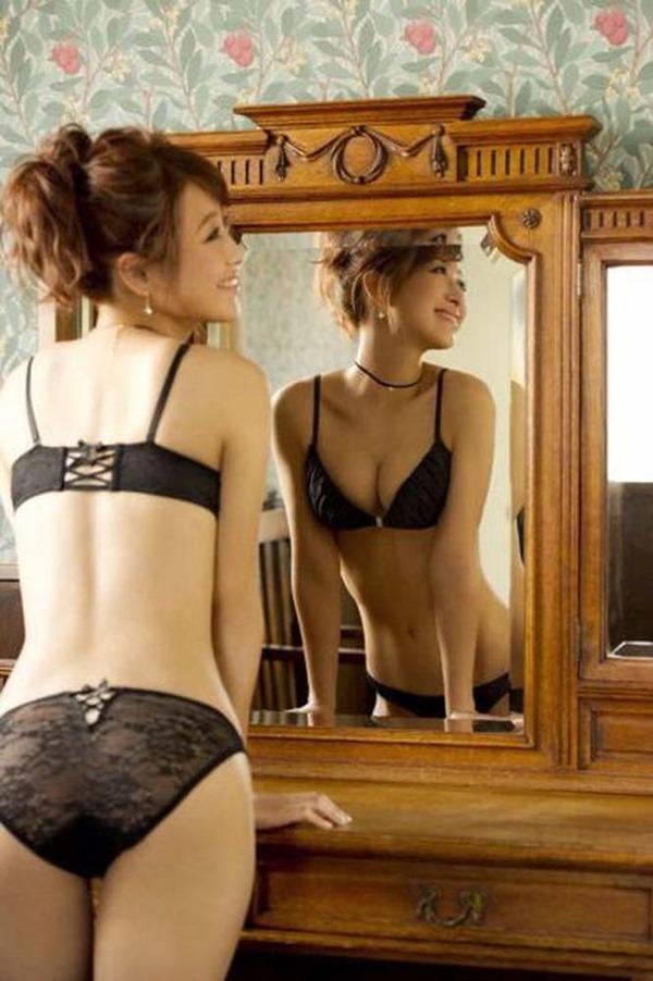 鈴木奈々の手ブラちっぱいトップレス上半身裸画像5