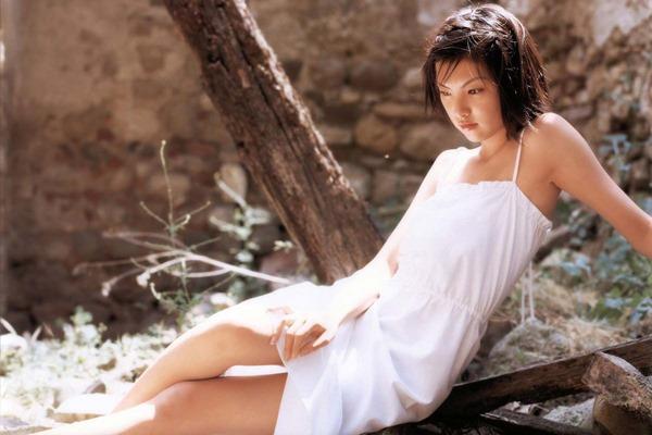 田中麗奈の入浴シーン胸の谷間グラビア乳画像5
