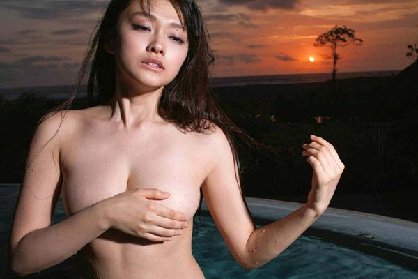 山地まり全裸ヌード画像6