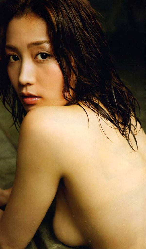 三津谷葉子の全裸ヌード画像6