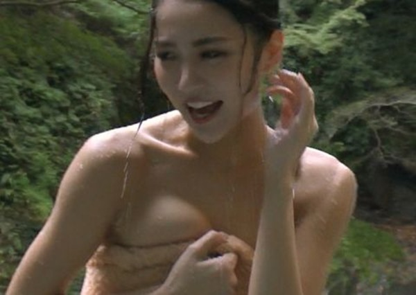 石川恋が温泉で全裸入浴画像6