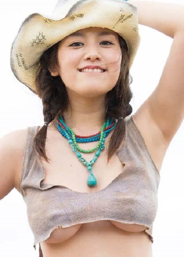 筧美和子の横乳セミヌード乳首ボッチ画像6