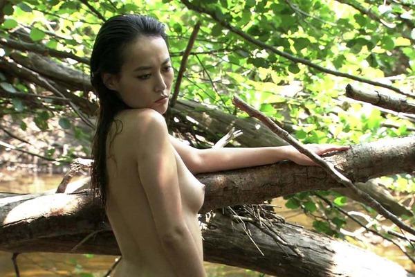 菊地凛子の乳首丸見えおっぱいヌード画像6