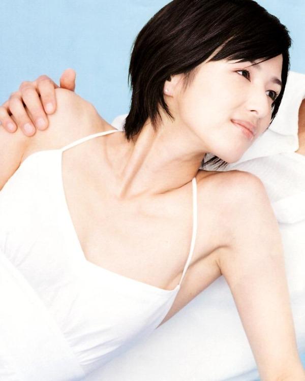 吉瀬美智子の横乳おっぱいセミヌード画像6
