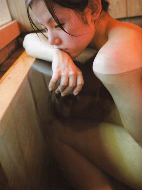 小西真奈美の全裸入浴ヌード画像6