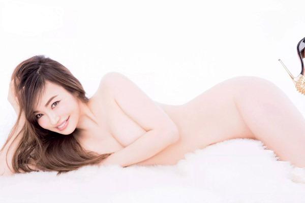 平子理沙の乳首出し手ブラ画像6