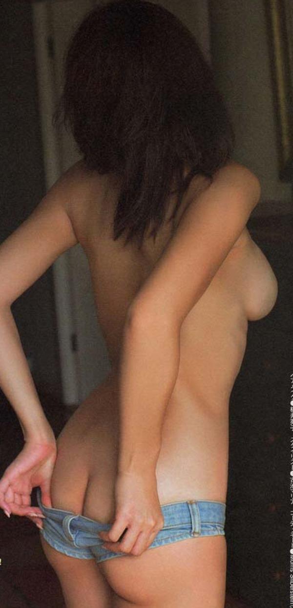 手島優のハミ乳首セミヌード画像6