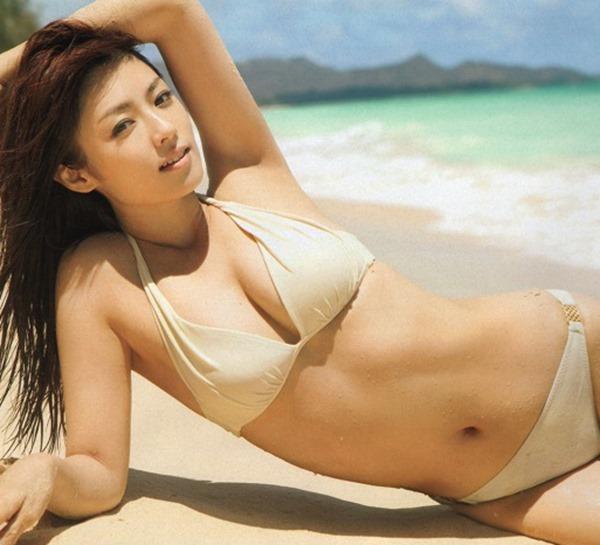 深田恭子の抜けてしまう悩殺ボディ水着画像6
