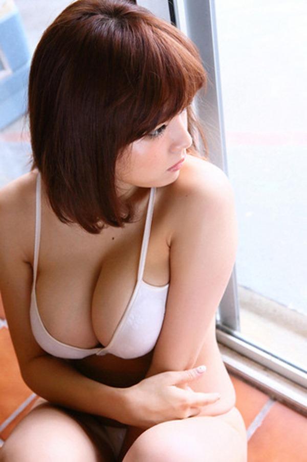 篠崎愛の優秀すぎな巨乳おっぱいグラビア水着画像6