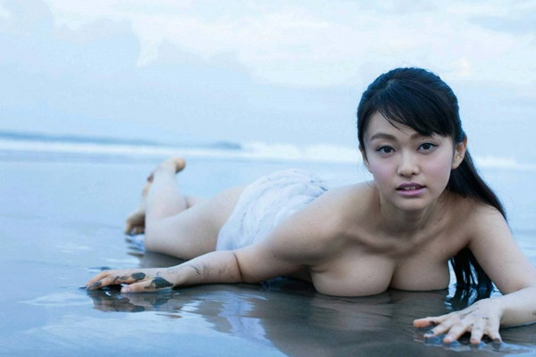山地まり全裸ヌード画像7