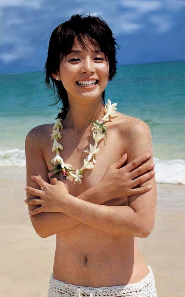 石田ゆり子の上半身ヌード画像7