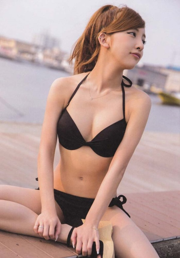 板野友美の水着画像7