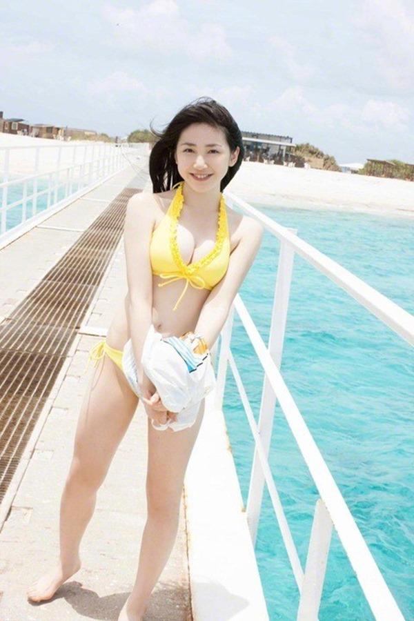 吉川友の美人セクシー画像7