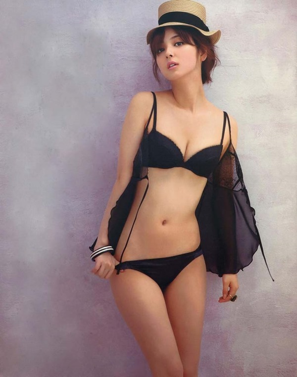 佐々木希の過激セクシー下着画像7