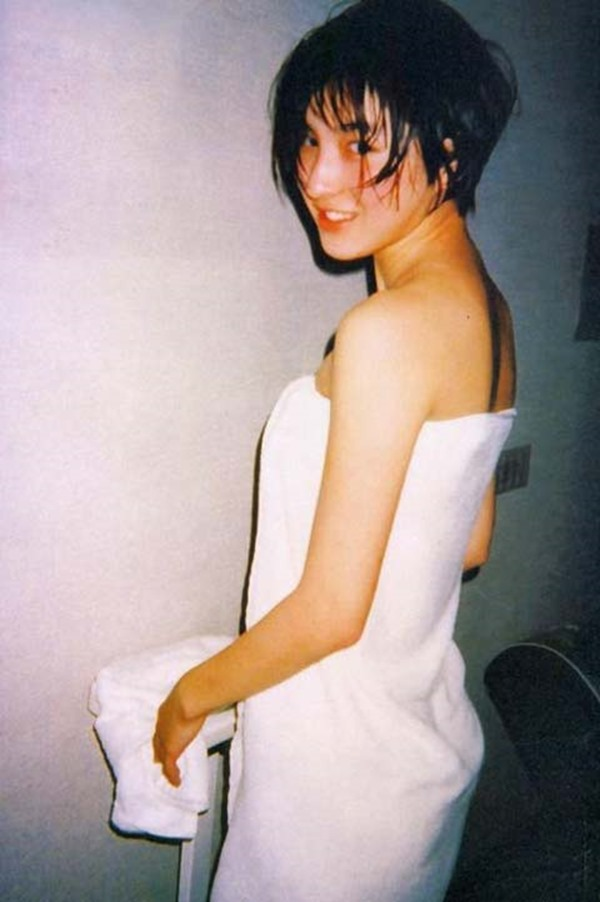 広末涼子のノーブラおっぱいの谷間画像7