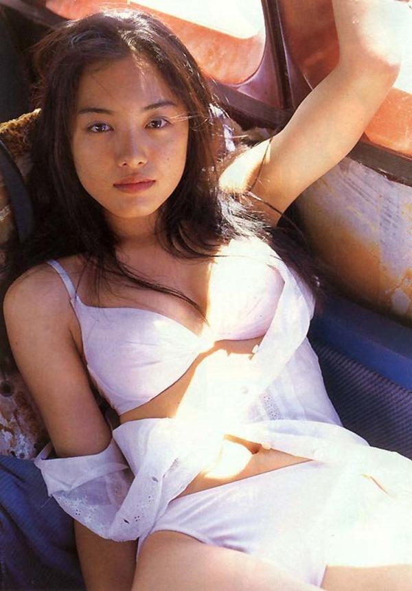 仲間由紀恵の胸の谷間グラビア水着画像7