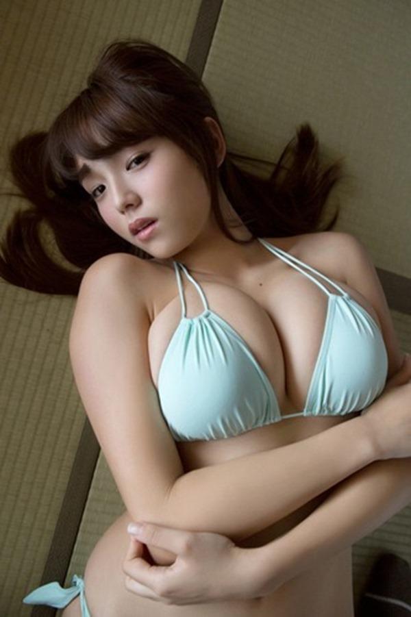 篠崎愛の優秀すぎな巨乳おっぱいグラビア水着画像7