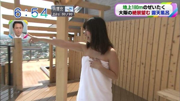 稲富菜穂の入浴前バスタオル姿画像8