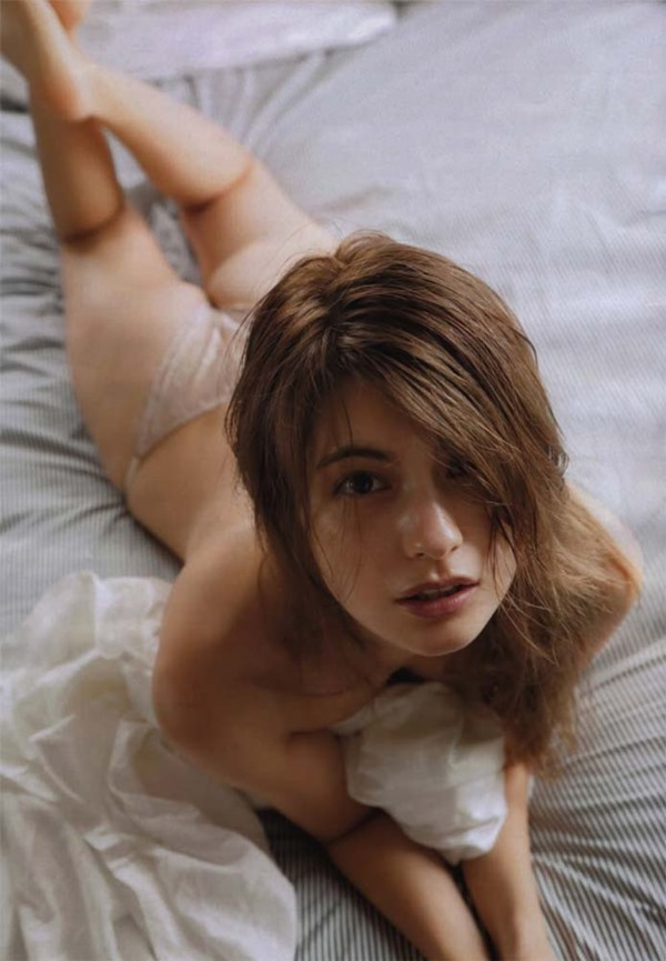 マギーの乳首隠し尻出し全裸ヌード画像8