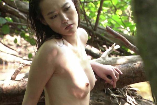 菊地凛子の乳首丸見えおっぱいヌード画像8