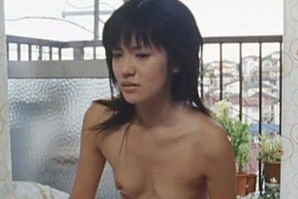 星野真里の乳首ちっぱい美乳ヌード画像8
