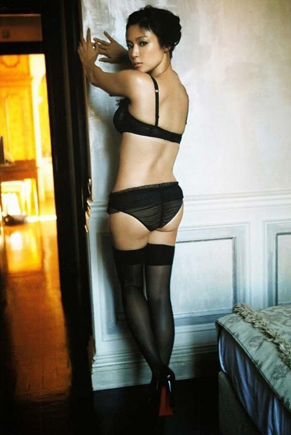 深田恭子のハミ乳ハミ尻な透け下着巨乳おっぱい画像8