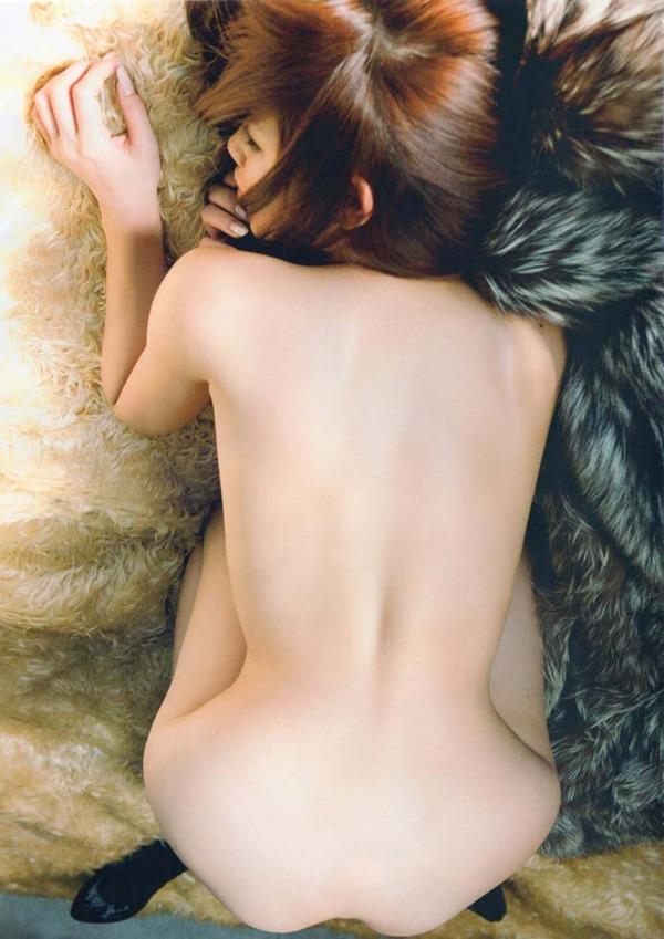 手島優のハミ乳首セミヌード画像8