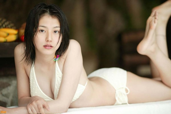 長澤まさみのセクシーな胸の谷間画像8