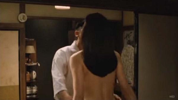山口智子の乳首ヌード画像9