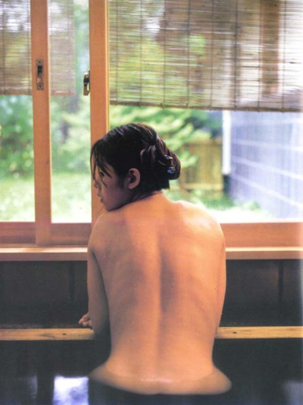 小西真奈美の全裸入浴ヌード画像9