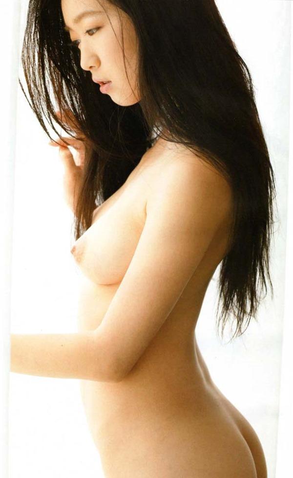 佐々木心音の乳首見え巨乳おっぱい全裸ヌード画像9