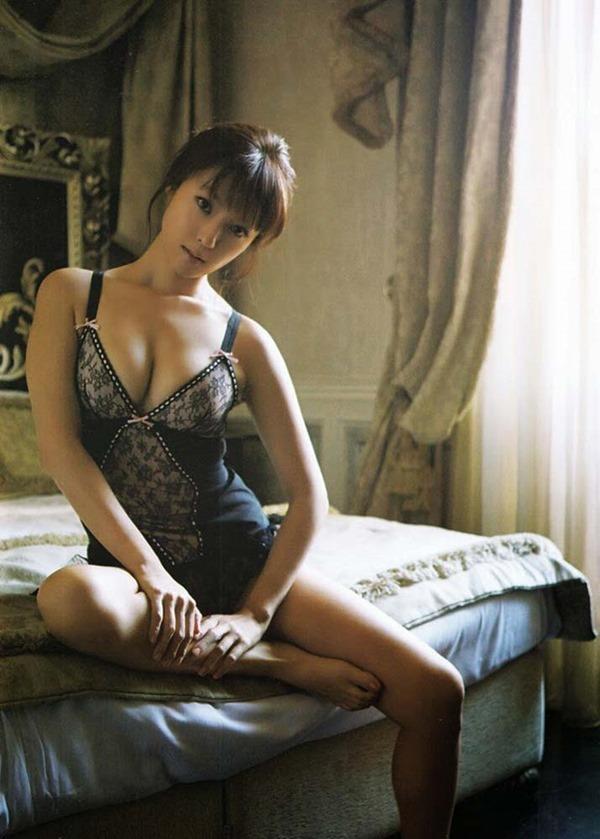 深田恭子のハミ乳ハミ尻な透け下着巨乳おっぱい画像9