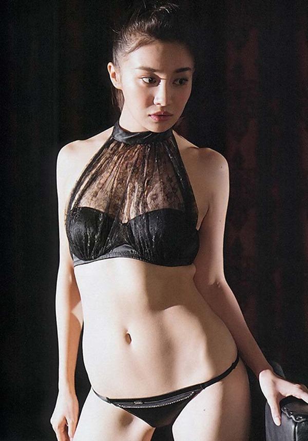 高部あいの手ブラ美乳トップレス上半身裸ヌード画像9