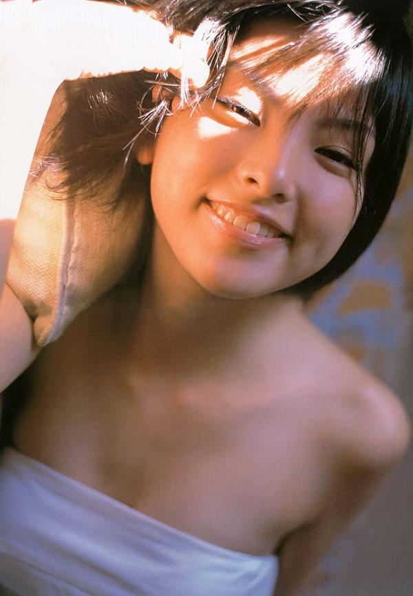 田中麗奈の入浴シーン胸の谷間グラビア乳画像9
