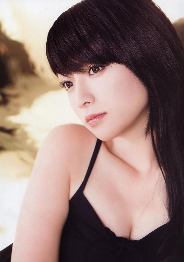 深田恭子のムッチムチな巨乳グラビア水着画像9