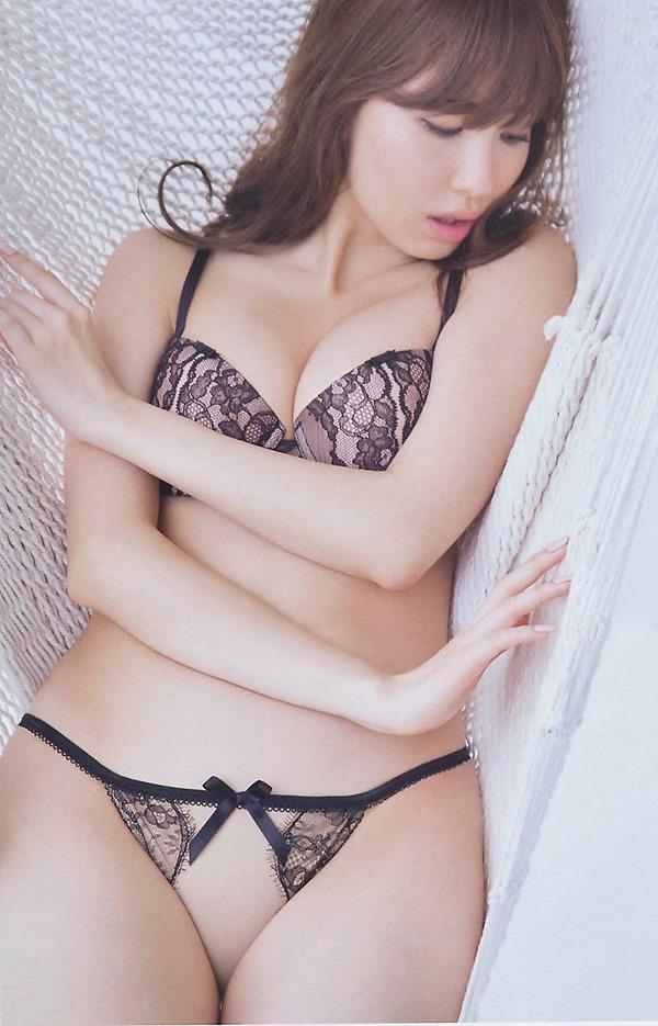 AKB小嶋陽菜こじはるの手ブラセミヌード画像12