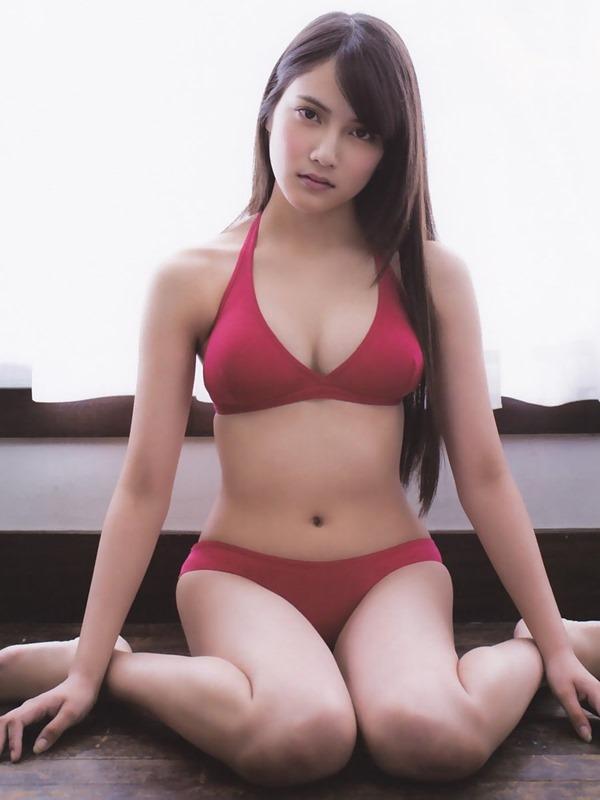 AKB48入山杏奈の過激グラビア画像14
