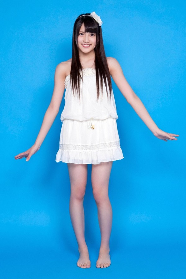 AKB48入山杏奈の過激グラビア画像2