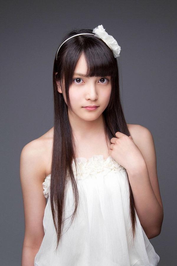 AKB48入山杏奈の過激グラビア画像3