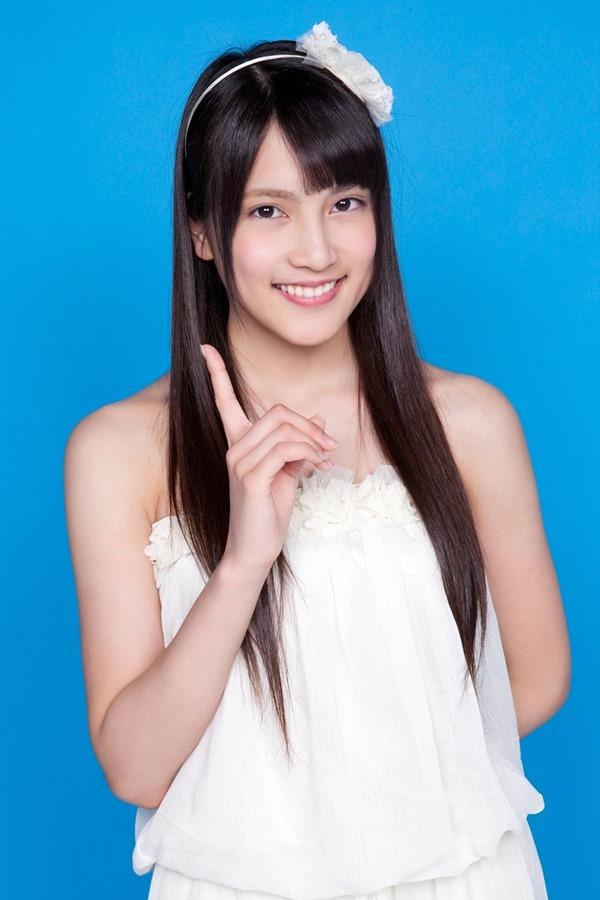 AKB48入山杏奈の過激グラビア画像4