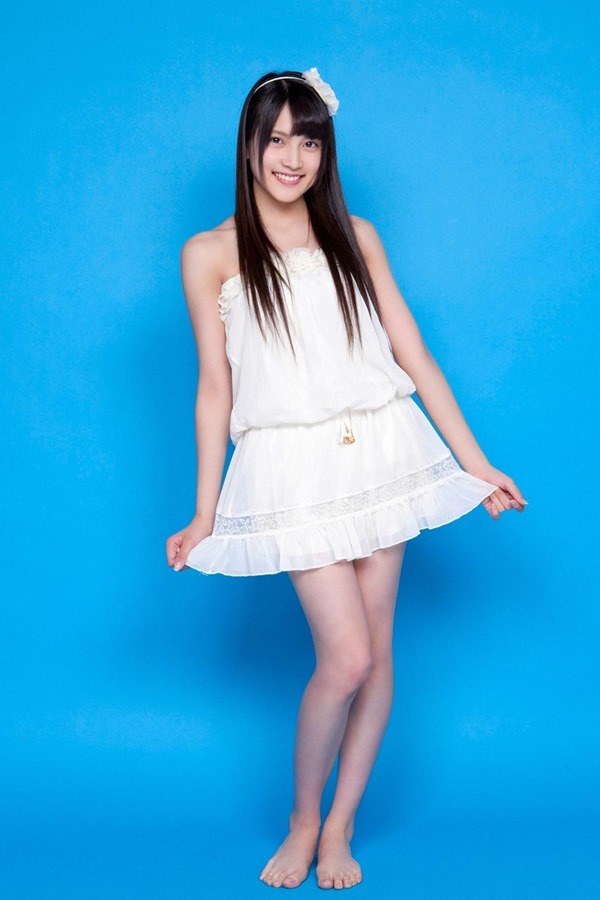 AKB48入山杏奈の過激グラビア画像5