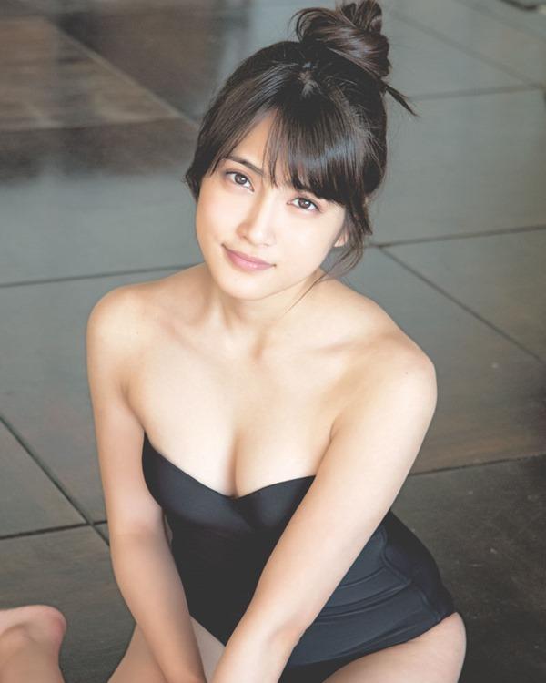 AKB48入山杏奈の過激グラビア画像8