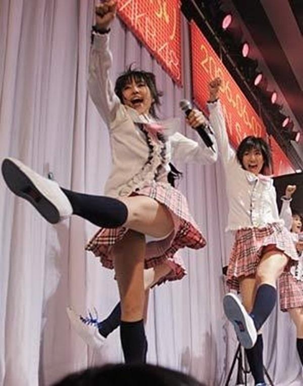 AKB48メンバーのパンチラエロGIF画像10