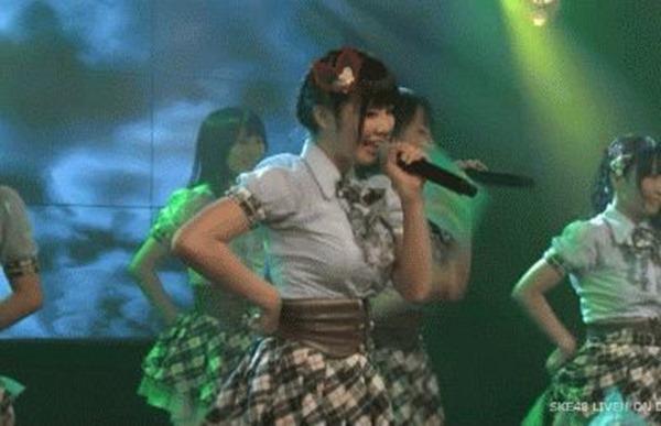 AKB48メンバーのパンチラエロGIF画像2